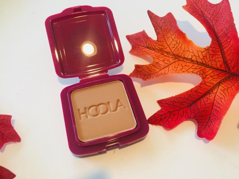 Benefit Cosmetics Hoola Bronzer in Natural Bronze Review | Tayler's Edit