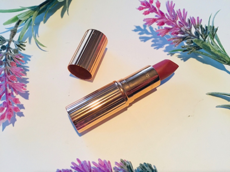 Charlotte Tilbury Matte Revolution Lipstick in Pillow Talk Review | Tayler's Edit